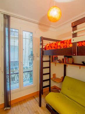 Chambre très calme pour 3 personnes équipée de 1 lit(s) de 90cm, 1 canapé(s) lit(s) de 140cm