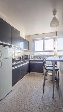 Magnifique cuisine de 9m² avec du carrelage au sol