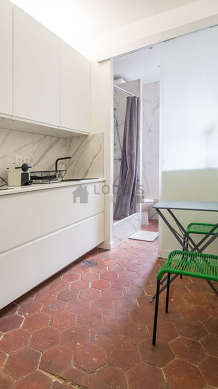 Great kitchen of 7m² with paving floor