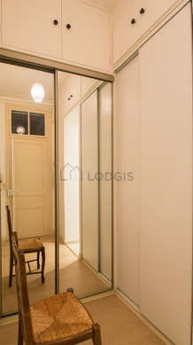Very beautiful entrance with wooden floor and equipped with 1 chair(s)