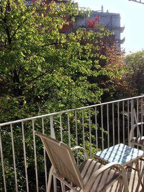Terrasse équipée de table basse