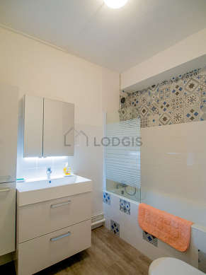 Pleasant and bright bathroom with linoleum floor