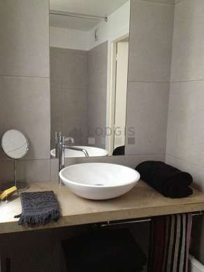 Pleasant and bright bathroom
