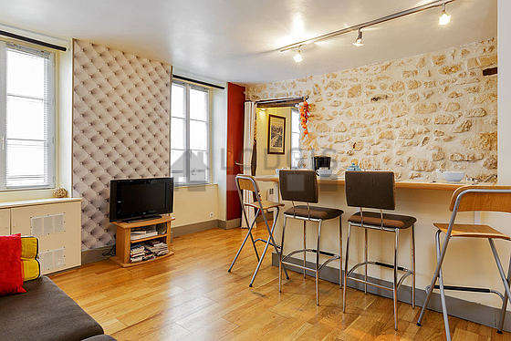 Very quiet living room furnished with 1 sofabed(s) of 140cm, air conditioning, tv, cupboard