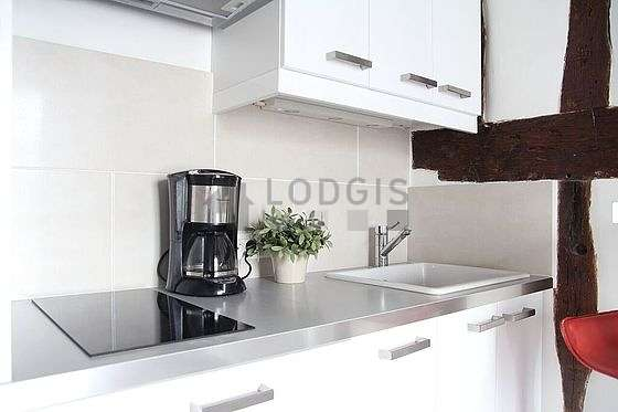 Kitchen of 2m² with wooden floor