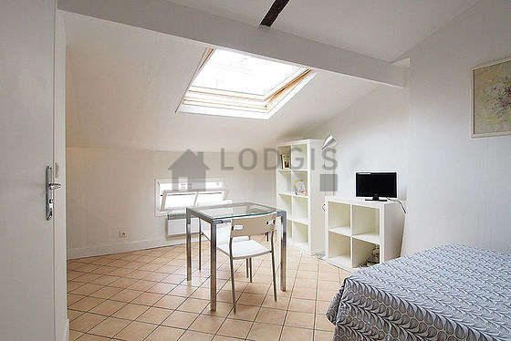 Quiet living room furnished with 1 bed(s) of 120cm, tv, wardrobe, 2 chair(s)