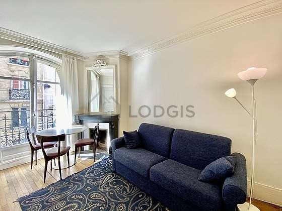 https://images.lodgis.com/photos/lpa/ap/18753/orange/carousel/g/appartamento-parigi-14-soggiorno-G11.jpg?v=1519149019