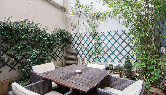 Balcony equipped with dining table, 4 chair(s)