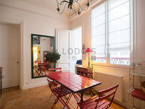 Beautiful kitchen of 9m² with wooden floor