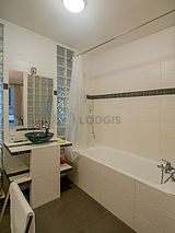 Duplex Paris 10° - Bathroom
