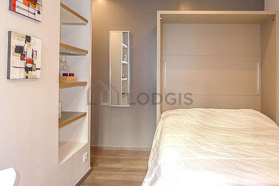 Very quiet living room furnished with 1 pullout bed(s) of 140cm, tv, 1 chair(s)