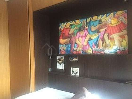 Chambre lumineuse équipée de placard