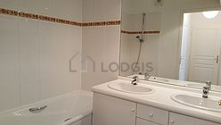 Apartment Val de marne - Bathroom