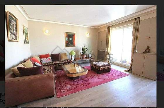 Beautiful, quiet and very bright sitting room of an apartment in Paris