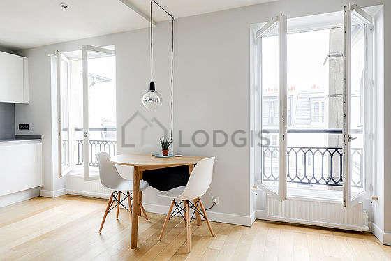Magnifique séjour très calme et très lumineux d'un appartement à Paris