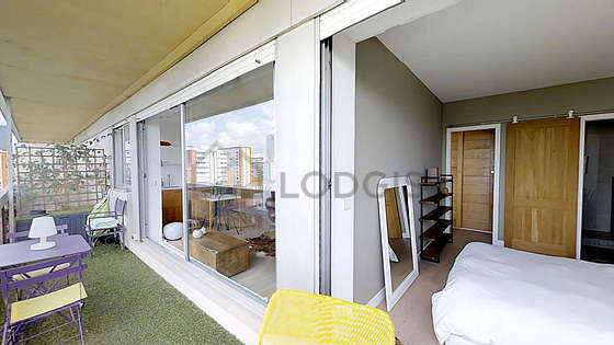Quiet and very bright balcony with the grass floor