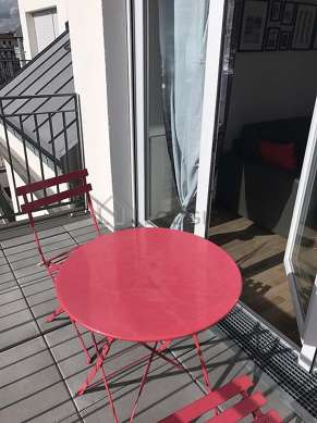 Quiet and very bright balcony with paving floor
