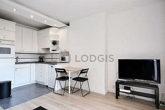 Kitchen equipped with extractor hood, crockery