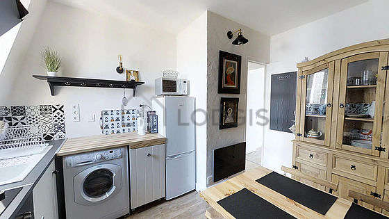 Very bright kitchen with windows