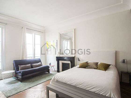 Very quiet living room furnished with 1 sofabed(s) of 110cm, 1 bed(s) of 140cm, tv, storage space