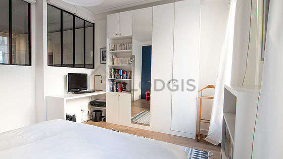 Very bright bedroom equipped with desk, cupboard, 1 chair(s)