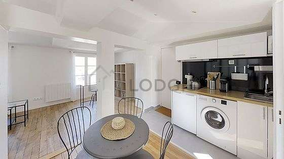 Great kitchen of 10m² with wooden floor
