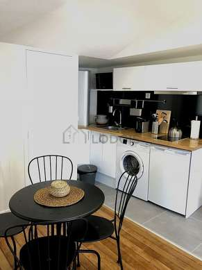 Kitchen where you can have dinner for 4 person(s) equipped with washing machine, refrigerator, freezer, extractor hood