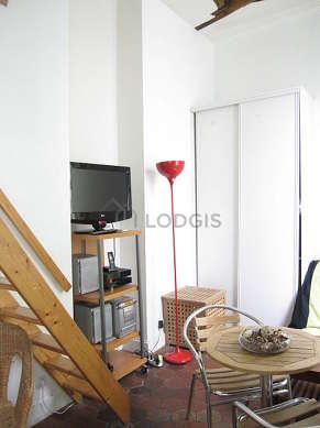 Séjour très calme équipé de 1 futon(s) de 90cm, 1 lit(s) mezzanine de 140cm, télé, chaine hifi