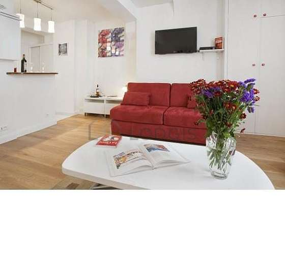 Living room furnished with 1 sofabed(s) of 160cm, tv, fan