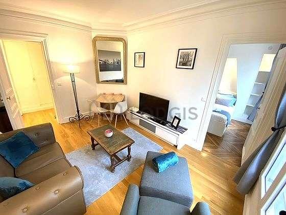 Séjour très calme équipé de télé, penderie, 1 chaise(s)