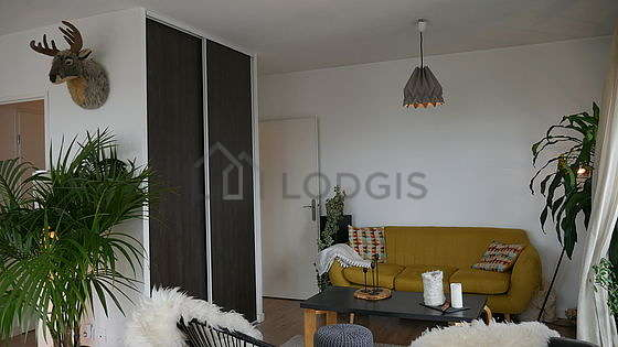 Large living room of 31m² with wooden floor