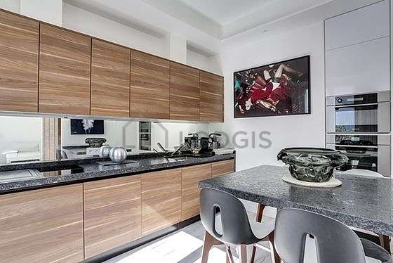 Kitchen where you can have dinner for 4 person(s) equipped with hob, refrigerator, extractor hood, crockery
