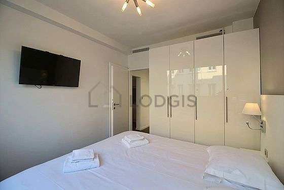 Very bright bedroom equipped with air conditioning, tv, bedside table