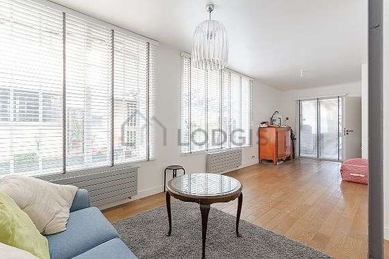 Very quiet living room furnished with sofa, coffee table, storage space, cupboard
