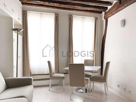 Séjour calme équipé de 1 canapé(s) lit(s) de 160cm, 1 fauteuil(s), 4 chaise(s)