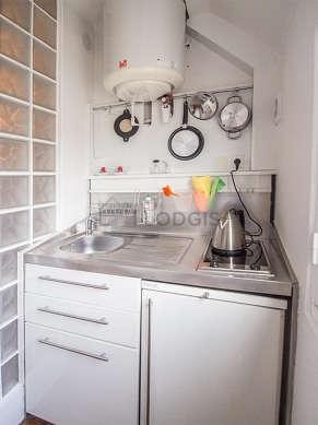 Belle cuisine de 7m² avec du parquet au sol