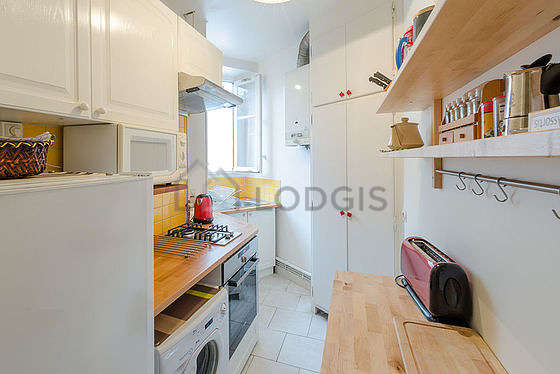 Great kitchen with the carpeting floor