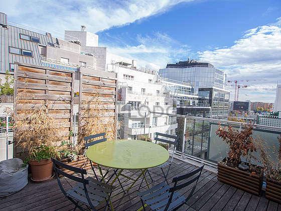 Terrasse équipée de table à manger, 1 chaise(s)