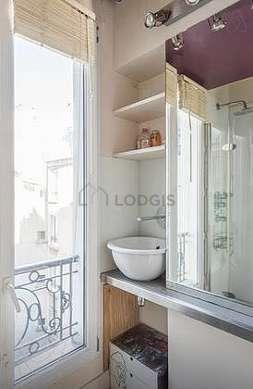 Beautiful and very bright bathroom