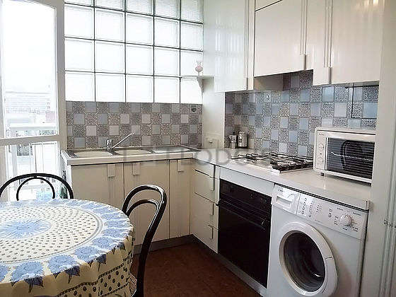 Beautiful kitchen of 21m² with tile floor