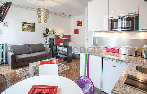 Quiet living room furnished with 1 sofabed(s) of 130cm, 1 bed(s) of 140cm, tv, 1 chair(s)