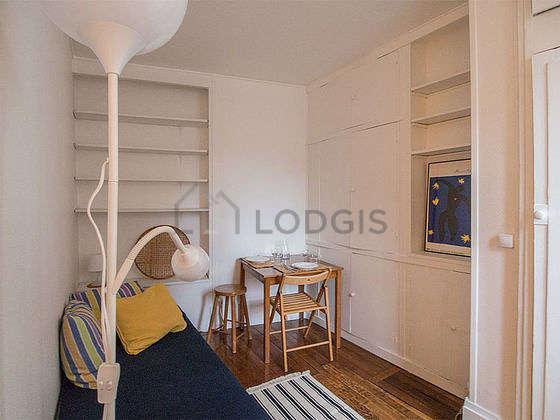 Séjour très calme équipé de 1 lit(s) de 90cm, table à manger, placard, 1 chaise(s)