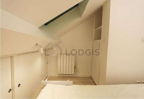 Chambre lumineuse équipée de ventilateur