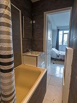 Apartment Val de marne - Bathroom