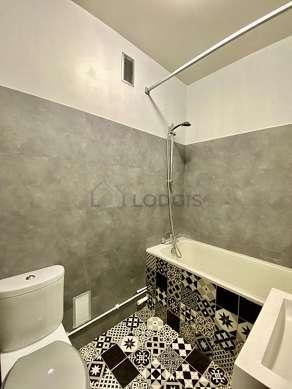 Pleasant bathroom with linoleum floor