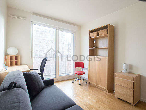 Very bright bedroom equipped with desk, 2 chair(s)