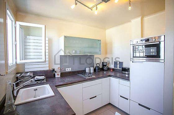 Cuisine dînatoire pour 2 personne(s) équipée de lave vaisselle, réfrigerateur, freezer, vaisselle