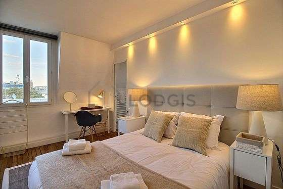 Very bright bedroom equipped with desk, wardrobe, 1 chair(s)
