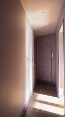 Beautiful entrance with tile floor