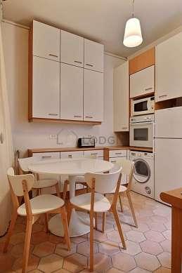 Magnifique cuisine de 10m² avec du carrelage au sol